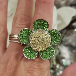 Flower ring with crystals.